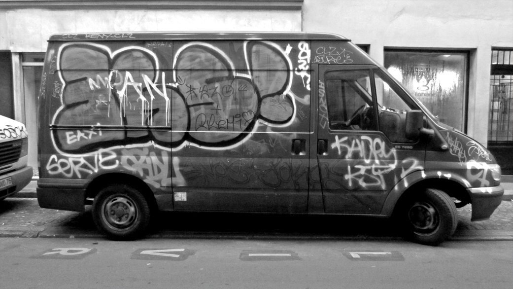 paris graffiti van
